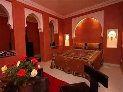 warm colors  bedroom decorating  moroccan style