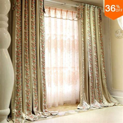 maioria dos arbustos floridos de cortinas cortinas