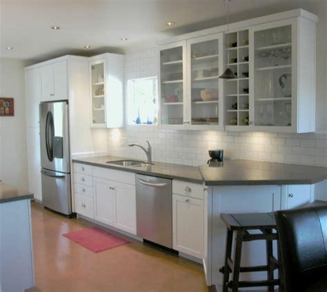 cuisine blanche et inox cuisine blanche et inox idées et astuces en 90 photos archzine fr