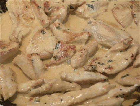 cuisiner les blancs de poulet blancs de poulet sauce ciboulette recette très facile