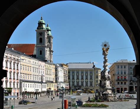 Linz is the third largest city in austria with 188,968 inhabitants, is the capital of the federal province of upper austria and forms the heart of austria´s second strongest economic region. Linz - Familypedia