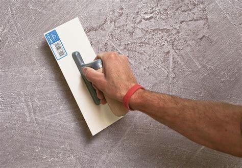 Rollputz Auftragen Dekorative Struktur Fuer Die Wand by Schritt F 252 R Schritt Wand Selbst Verputzen Bauemotion De