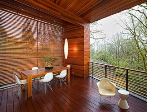 rumah minimalis sederhana  lantai  balkon kayu