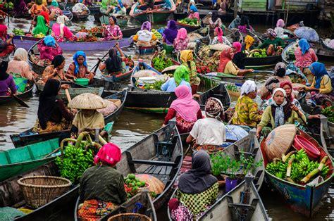 lok baintan floating market banjarmasin indonesia