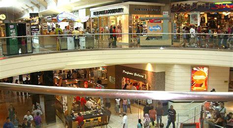 lighting stores paramus nj alleged gunman found dead inside new jersey mall ktla