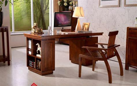 bureau bois foncé le bureau en bois massif est une classique qui ne se