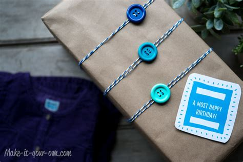 » Upcycling Gift Wrap Idea Clothes