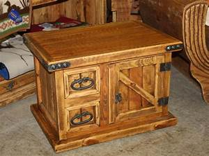 Small Rustic Trunk Coffee Table : Decorate with Old Rustic