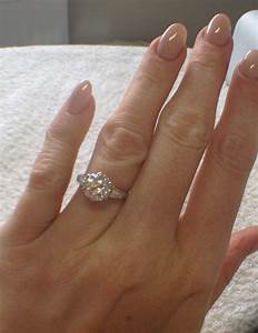 4-5 finger size ladies with a 2-3 carat solitaire ring ...