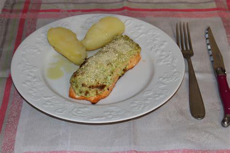 cuisiner le pavé de saumon pavés de saumon philadelphia pesto les petits plats