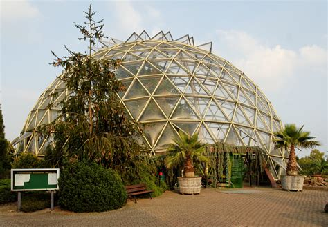 dateikuppelgewaechshaus im botanischen garten