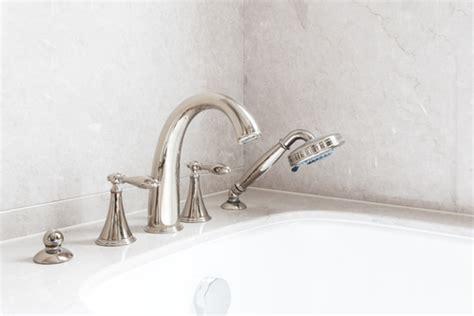 robinet sur baignoire robinet de baignoire prix et mod 232 les ooreka