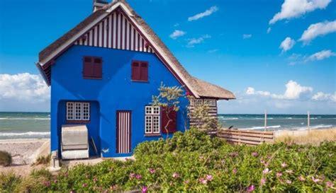 Foto: Dzīvespriecīgas mājas visdažādākajās varavīksnes krāsās - DELFI