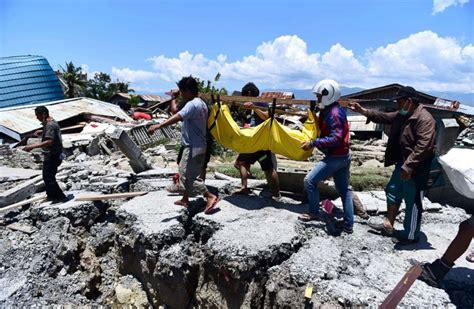 dead  devastating earthquake  tsunami