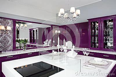 cuisine pourpre cuisine pourpre moderne avec les meubles élégants