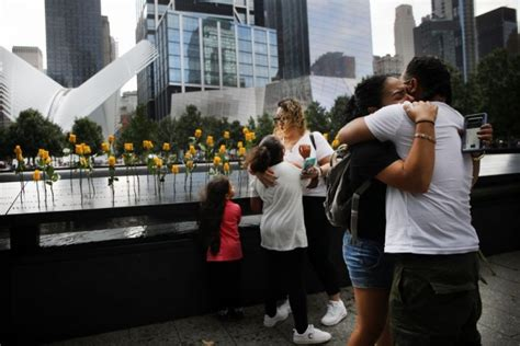 Ņujorkā piemin 2001.gada teroraktu upurus   LA.LV