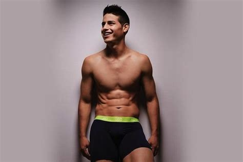 man crush monday james rodriguez  eme de mujer