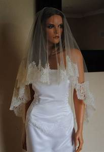 Wedding veils with hair down
