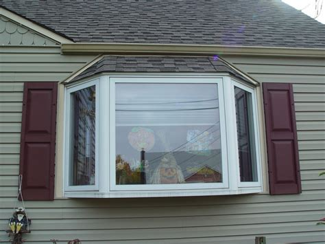 difference   bow  bay window design build planners