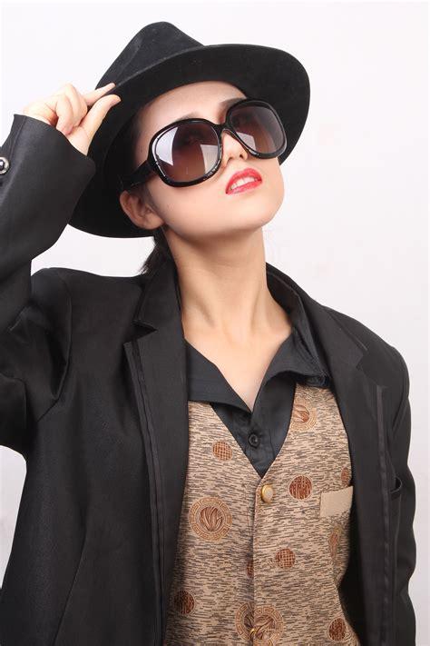 gambar wanita kulit model musim semi topi mode