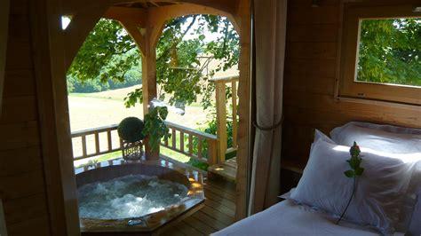 romantic treehouse  hot tub  feet   ground