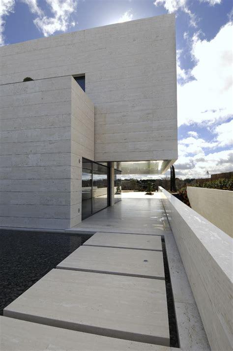 amazing travertine house   cero architecture firm