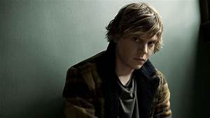 Set Photos Provide First Look at Evan Peters in New ...
