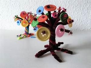 Basteln Mit Knöpfen : bunte b ume aus kn pfen basteln der familienblog f r kreative eltern ~ Frokenaadalensverden.com Haus und Dekorationen