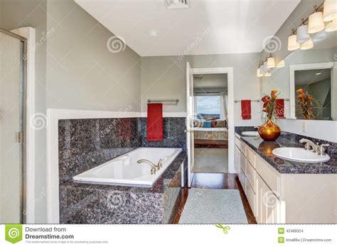int 233 rieur moderne de salle de bains dans la chambre 224 coucher principale photo stock image