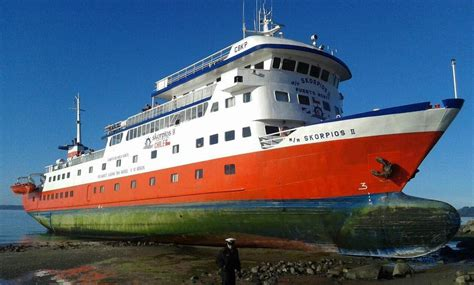 Chilean Navy Saves 120 From Grounded Cruise Ship | World Maritime News