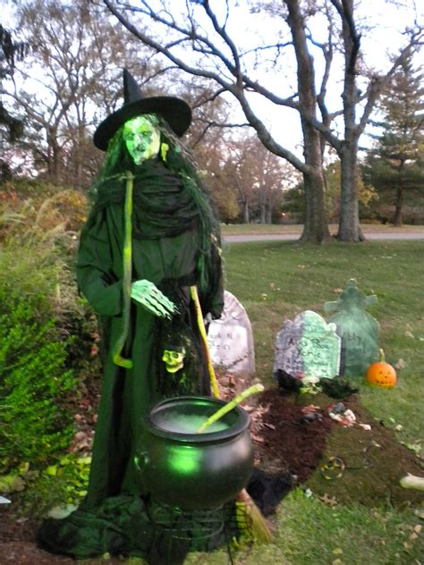 how to make a size witch for diy halloween houses e2 80 94 crafthubs haunted house ideas e2 80 93 make clipgoo