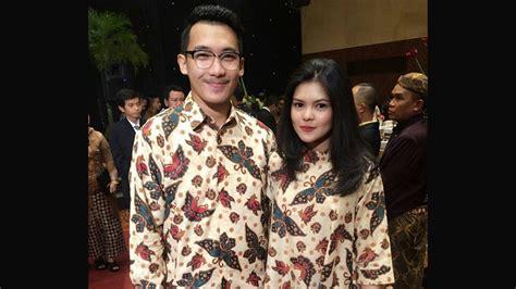 inspirasi model baju batik couple modis  pesta kepogaul