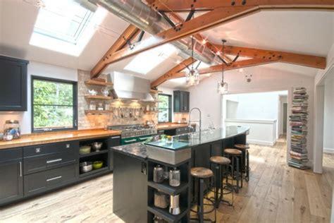 cuisine deco industrielle le tabouret de bar industriel apporte une touche déco dans