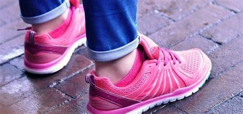 wide width walking shoes