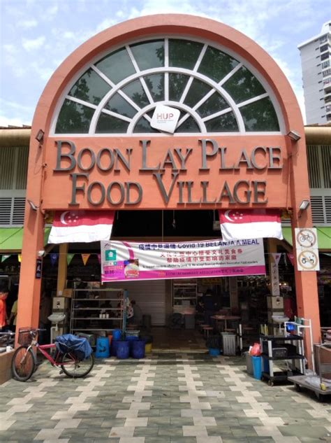 While less known to the rest of singapore, it is a popular dining spot for residents and workers in the area. What to eat at Boon Lay Place Food Village?