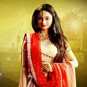 Madirakshi Mundle aka Munni/Sita Biography, Wiki, Wallpapers