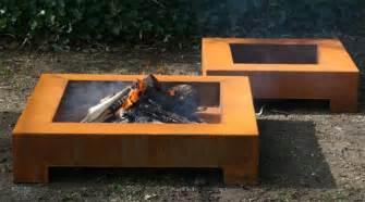 feuerschale design feuerschale cube design aus cortenstahl stahl feuerschale pflanzen pflanzgefäße und