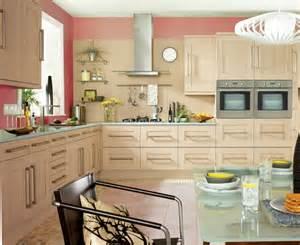 küche streichen farbe für küche küchenwand in kontrastfarbe streichen