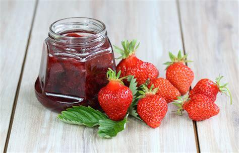 5 noslēpumi visgaršīgākā zemeņu ievārījuma pagatavošanai in 2020   Food, Strawberry, Fruit