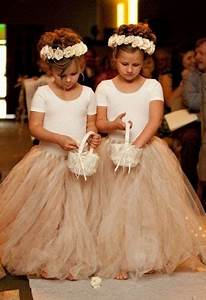 Couronne De Fleurs Mariage Petite Fille : filles d 39 honneur avec couronnes de fleurs september wedding inspiration pinterest robe ~ Dallasstarsshop.com Idées de Décoration