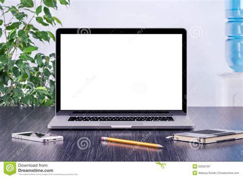 maquette d ordinateur portable avec l 233 cran vide sur le bureau photo stock image 55500787