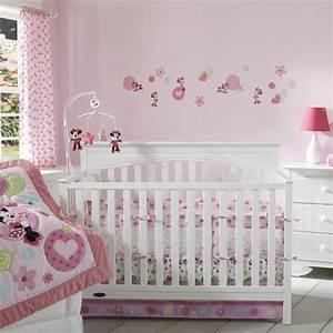 decoration pour la chambre de bebe fille With chambre bébé design avec fleur de vie pendentif or