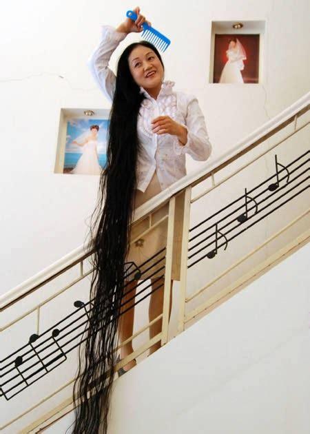 Wanita Dengan Rambut Terpanjang Di Dunia | Foto Unik & Aneh