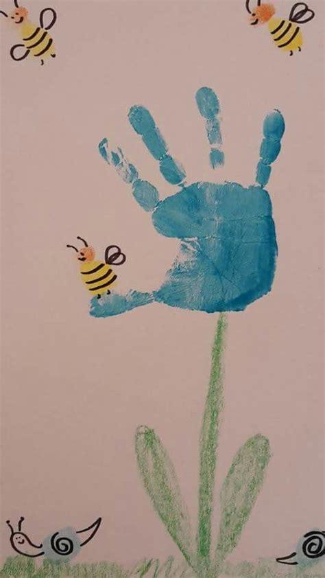 fingerstempelnbiene auf blume handfussabdruecke bilder