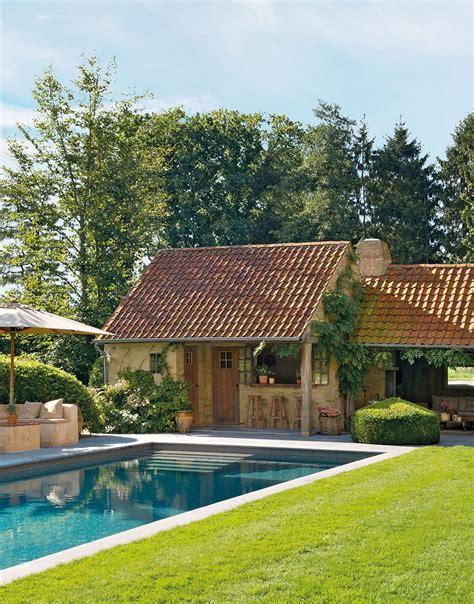 una casa de campo muy acogedora   jardin   porche