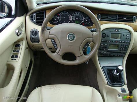 2004 Jaguar X-type 2.5 Barley Steering Wheel Photo