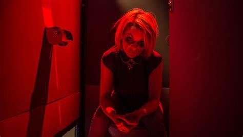 Powder Room ** (2013, Sheridan Smith, Jaime Winstone, Kate