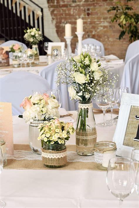 Blumen Hochzeit Dekorationsideenblumen Im Wasser Hochzeit Deko by Vintage Tischdekoration In Wei 223 Vergissmeinnnicht