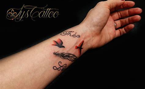 tatouage rose avant bras avec prenom
