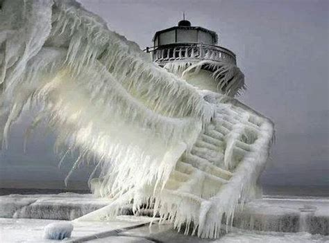 The 30 Most Amazing Photos Of Frozen Things You'll Ever See